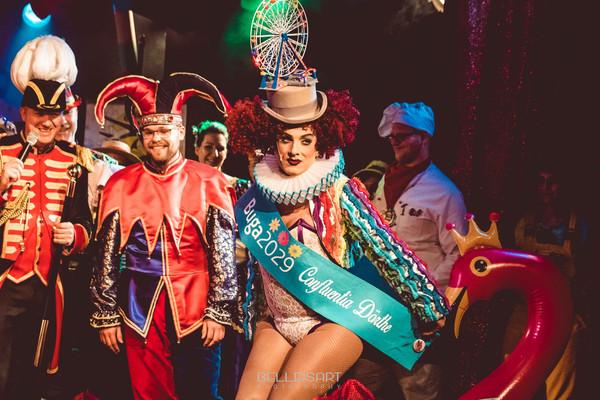 Verkleidet mann als karneval frau Warum verkleidet
